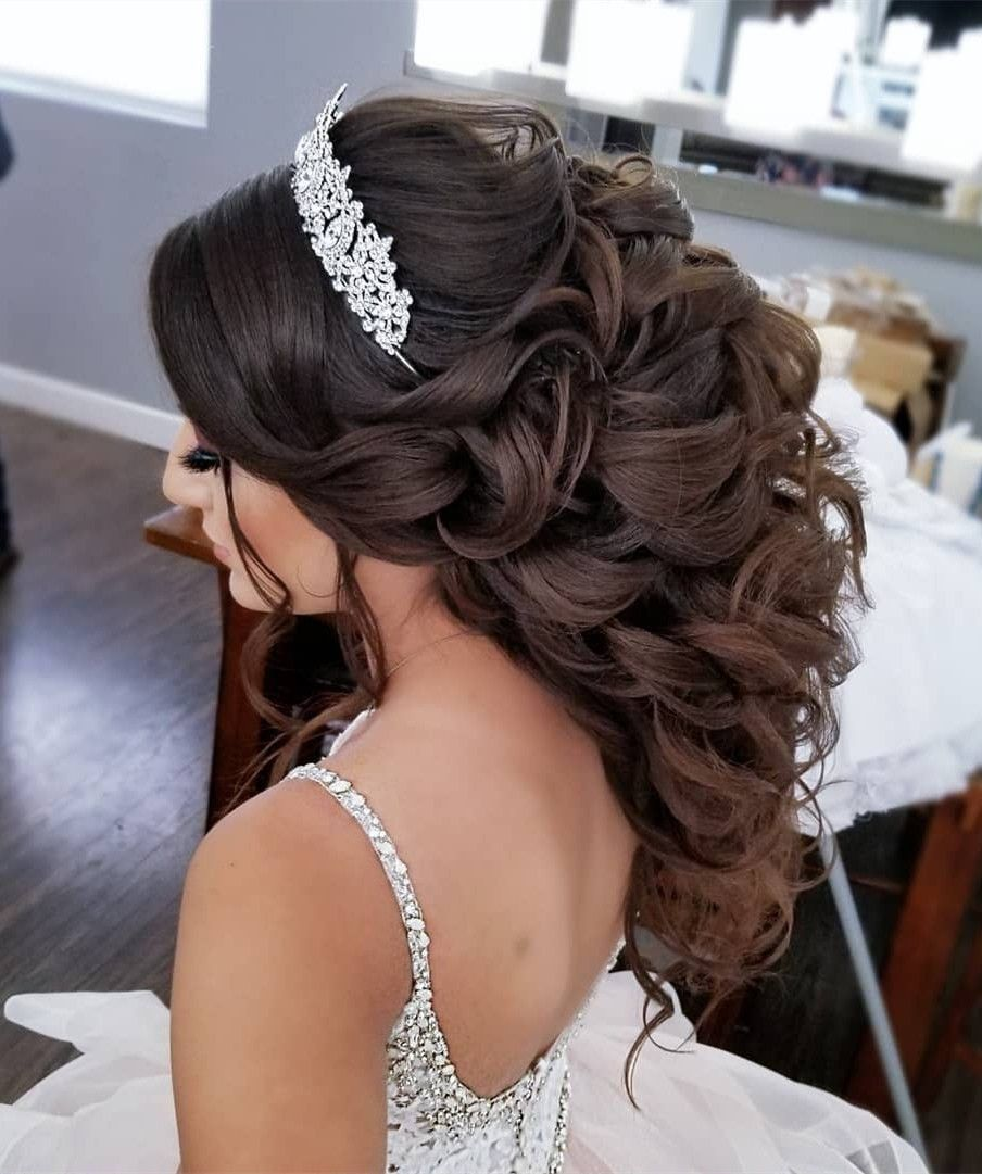 40 Best Quinceanera Hairstyles For Your Big Day In 2020 Quince Hairstyles Hair Styles Quinceanera Hairstyles