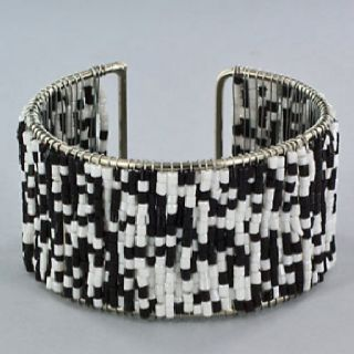Use this basic pattern with different beads and the possibilities are endless.