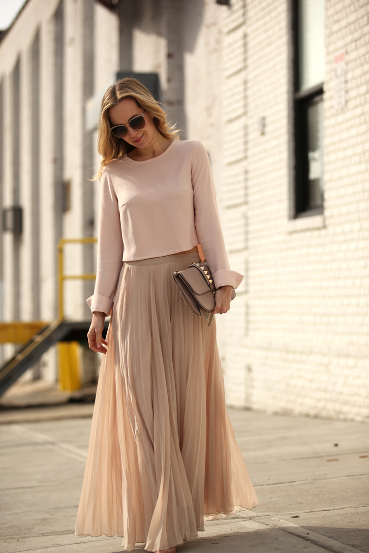 How to Look Casual Chic in Maxi Skirts | Nude blouses, Maxi skirts ...