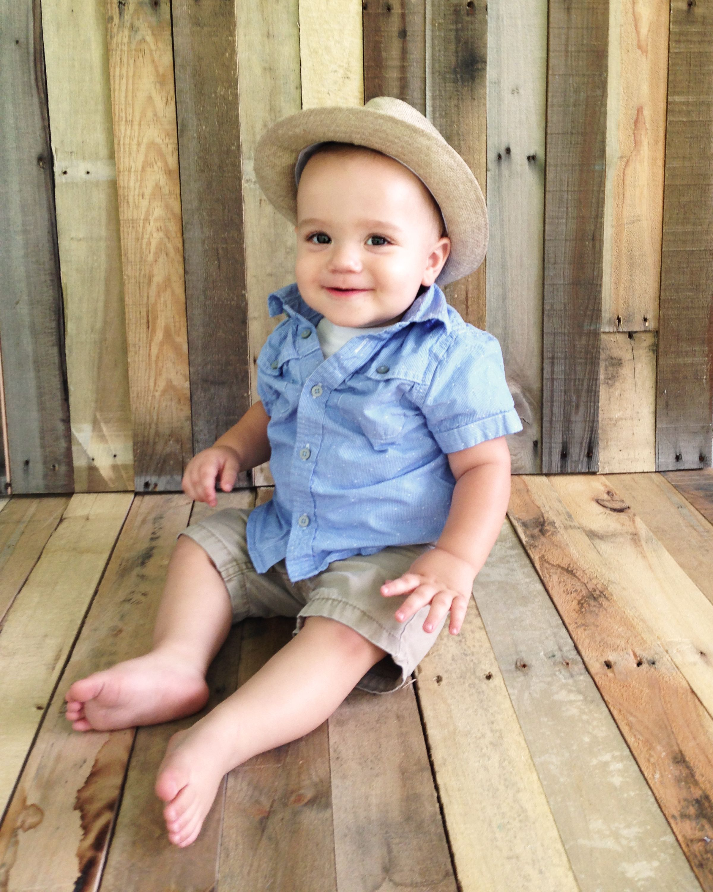 e6a7f276ace4 One Year Old Photos  5 Easy Ideas and Tips for the 1st Birthday ...