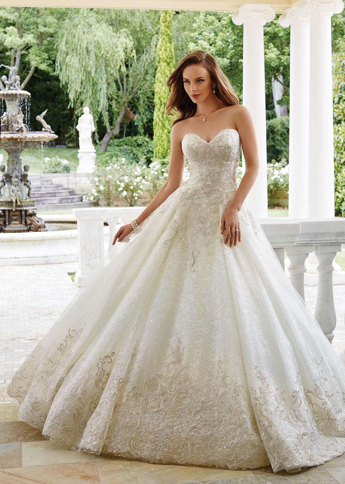تصميمات رائعة لفساتين الزفاف من المصممة العالمية صوفيا توللى
