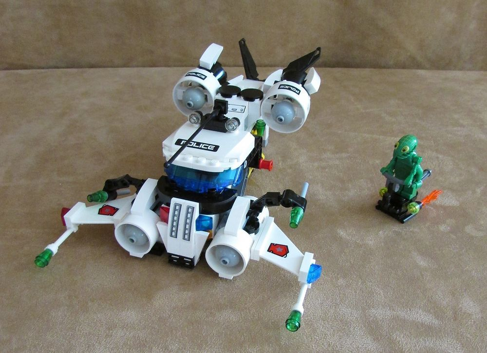 5971 Lego Space Police 3 Gold Heist Complete Alien Minifig