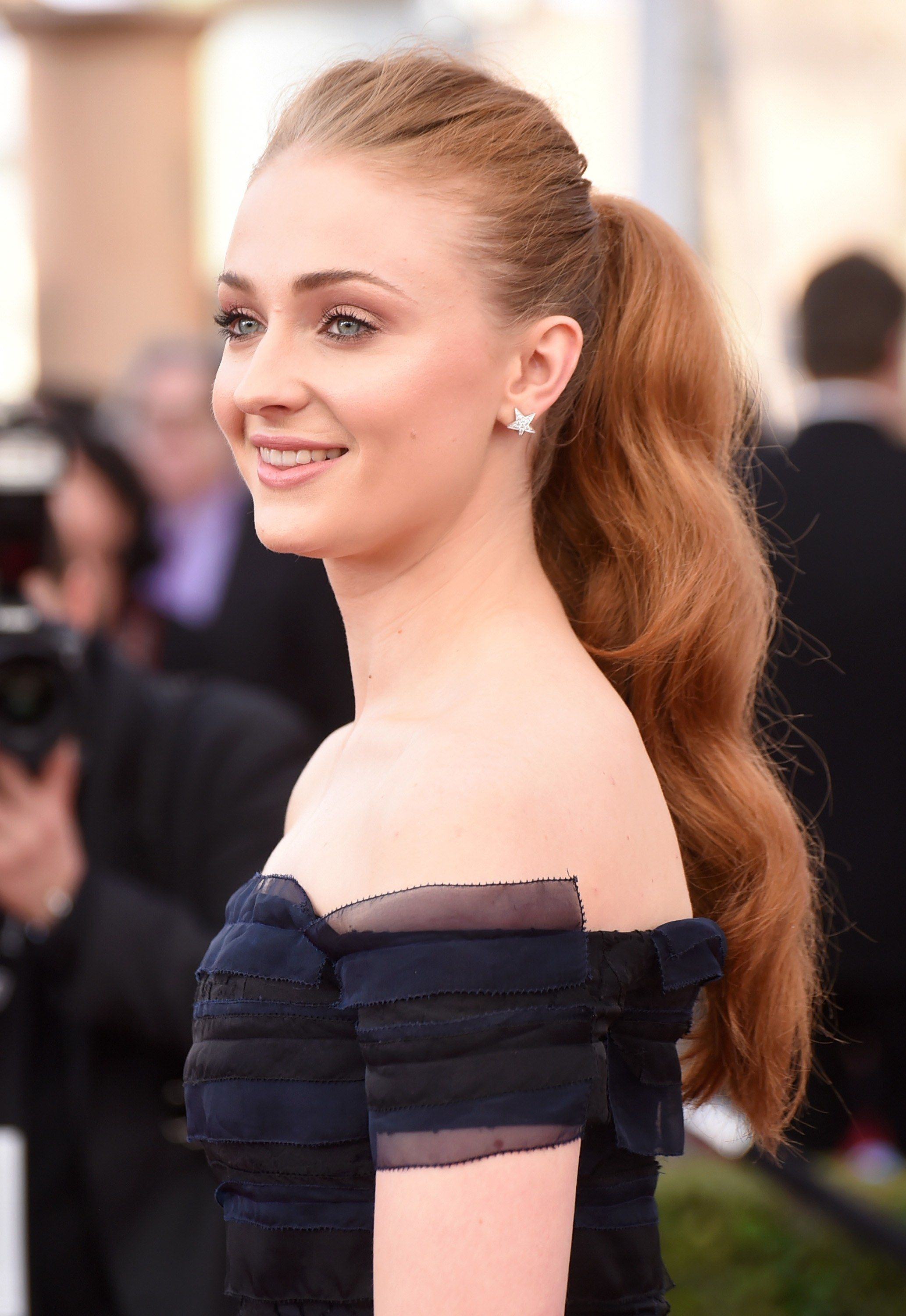 Sophie Turner S Most Daring Beauty Moments From Fiery Red Curls To Platinum Blonde Waves Red Hair Celebrities Hair Styles Daily Hairstyles