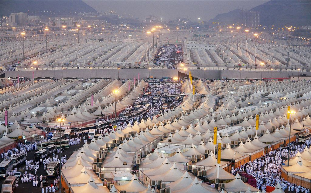 Mina The City Of Tents Is A Neighborhood Of Mecca In Makkah Province In Western Saudi Arabia It Is Situated 5 Kilometres To The East Of T Makkah Mecca Islam