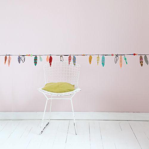 sticker frise murale pour enfant plumes multicolores mimi. Black Bedroom Furniture Sets. Home Design Ideas