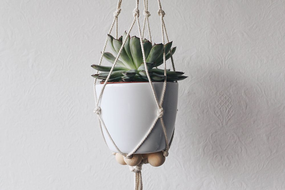 Diy suspension macram pour plante moodfeather blog macram pinterest suspension - Faire macrame suspension ...