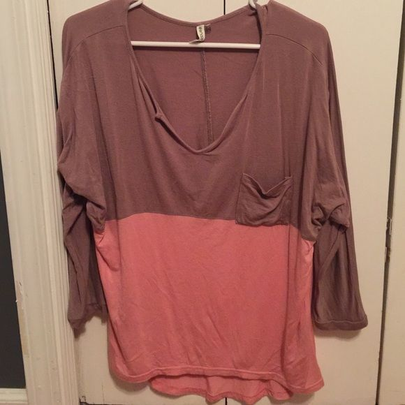 Boutique top Quarter sleeve top. V neck. Brown and pink. Fits similar to piko top Tops