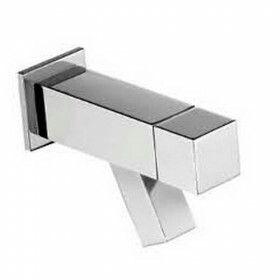 http://www.badkamerxxl.nl/hotbath-dude-qw001-wand-fonteinkraan-chroom past bij vierkante toiletrolhouder enzo