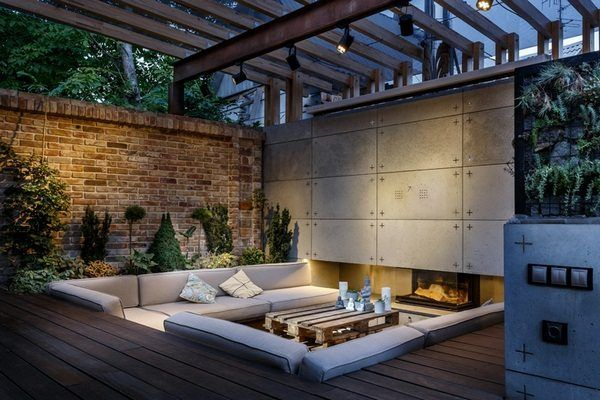 Outdoor Lounge With Sunken Seating Area And Fireplace ...
