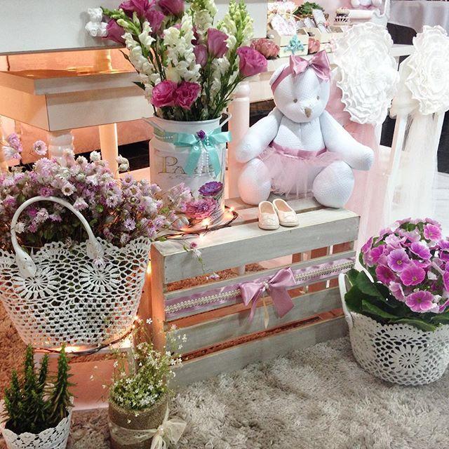 Tudo para a Ainoa!  #babygirl #babyshower #vemainoa #chadebebe #decoracaodefesta #decoracaoinfantil #festademenina #festainfantil #partyideas #shabbychic #projetosdreamscometrue2015