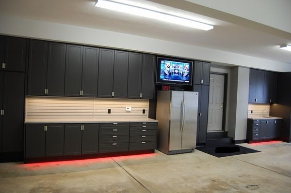 Black garage cabinets ikea garage wall cabinets garage for Rangement garage home depot