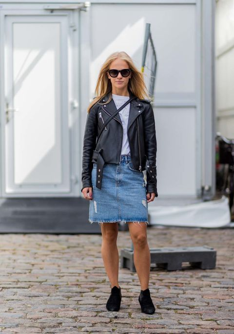 September: 30 days, 30 Outfits. Saturday 03.: White t-shirt+denim skirt+black ankle boots+black leather jacket+black crossbody. Fall Weekend Outfit 2016
