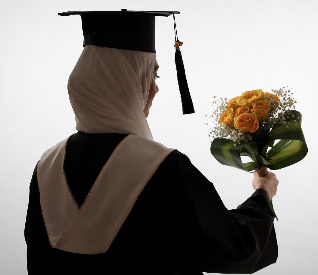 Image May Contain One Or More People People Standing And Flower Graduation Girl Graduation Look Graduation Photoshoot