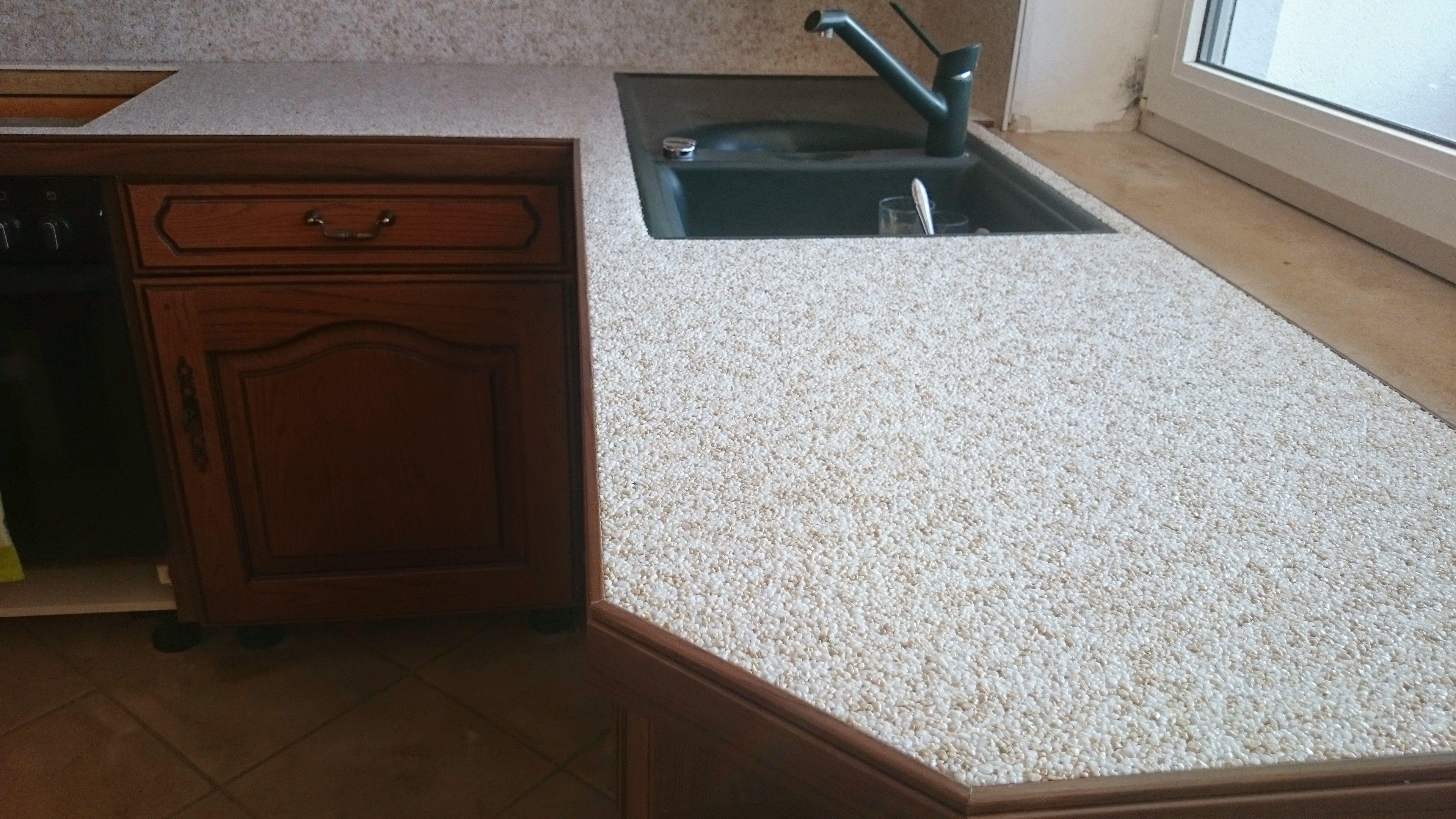 Küchen Arbeitsplatten Sanierung mit Marmorkies Steinteppich und