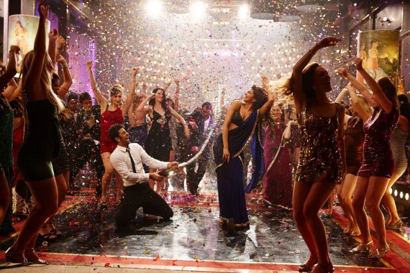 Watch Ranbir Kapoor's high-on-energy dance movies in 'Badtameez Dil' song from Yeh Jawaani Hai Deewani movie... http://movies.buzzintown.com/yeh-jawaani-hai-deewani/show--trailers/tid--392324/id--697873.html