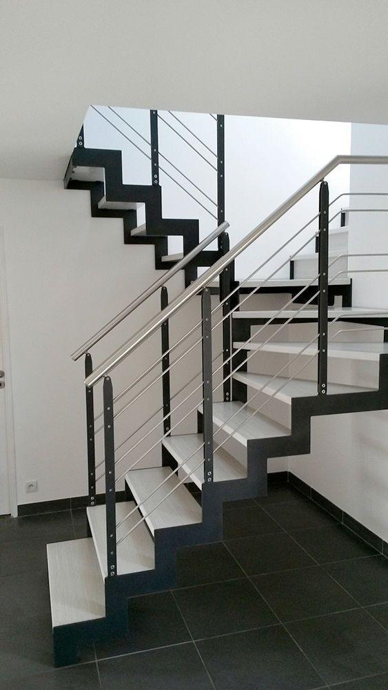 Escalera en u estructura de metal pelda o de madera for Escalera de metal con descanso