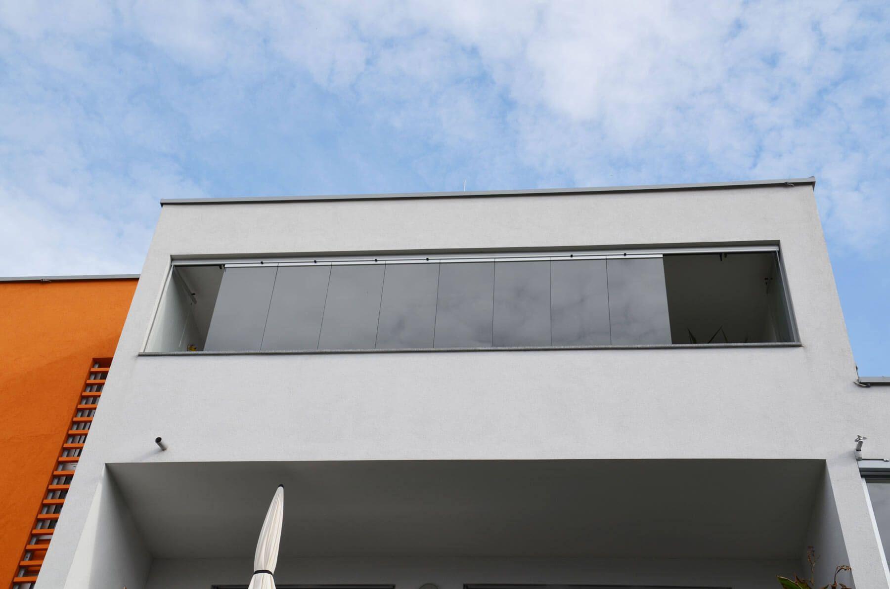 Balkonfenster Glas als optimaler Windschutz & Wetterschutz für