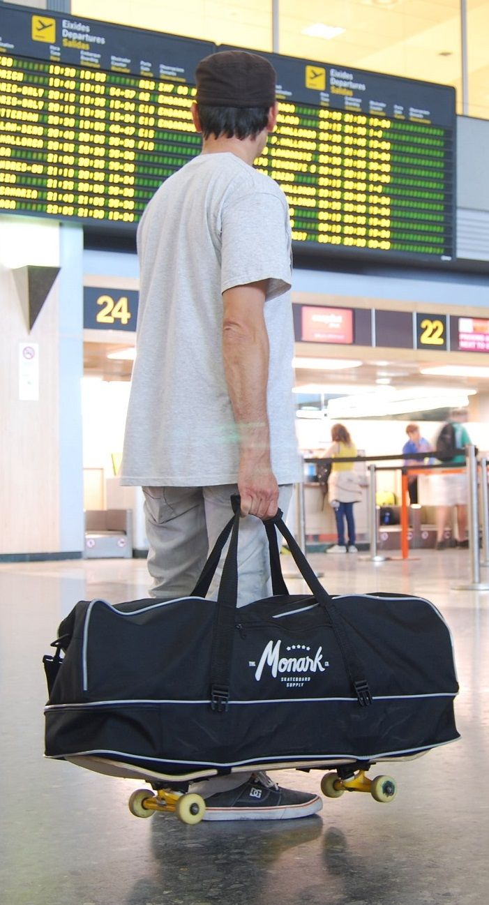 Skateboard duffel bag is ideally for easy handling in-flight and in the airport for skate trips