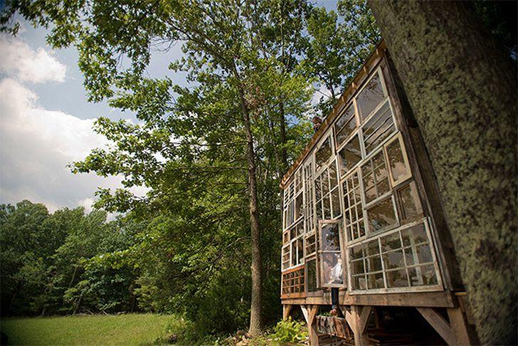 Dream House  la maison rêvée aux fenêtres recyclées architecture
