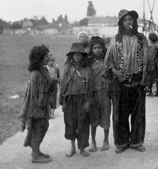 Kalderari Gypsies. Romania. The beginning of 1940s.