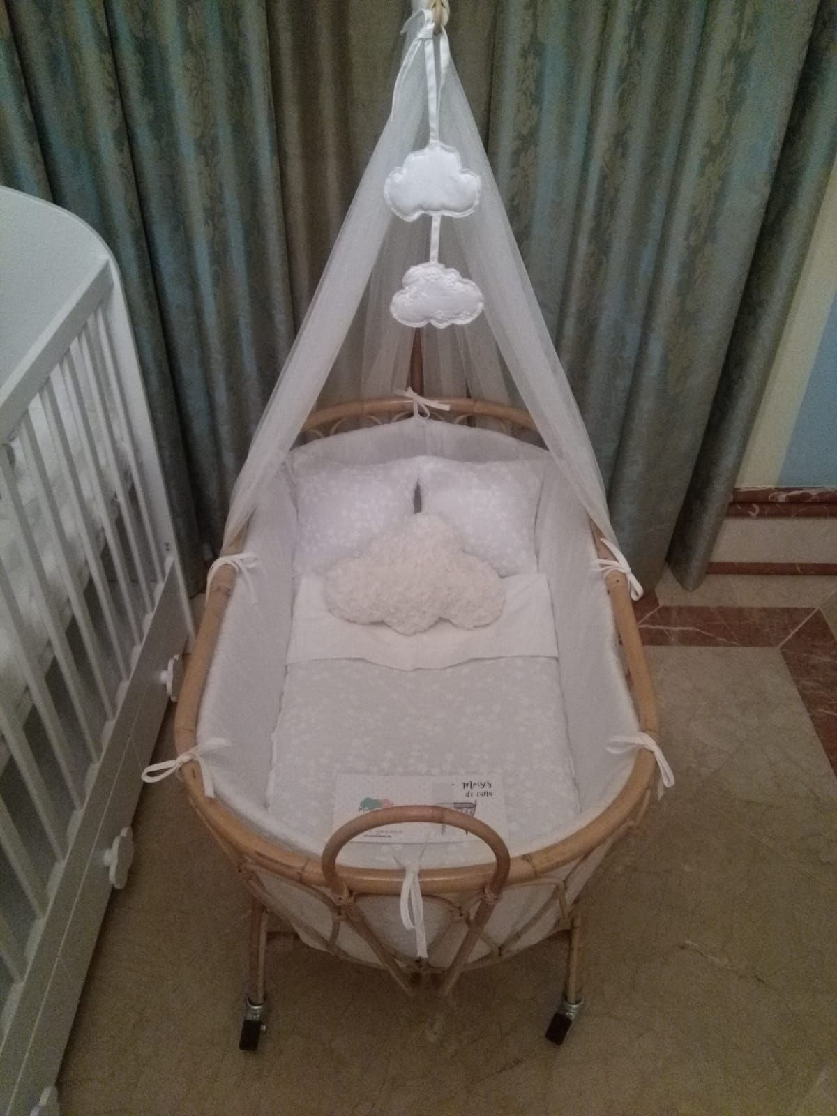 802d7205b Moises de caña para bebé totalmente artesanales y completamente vestidos a  tu gusto. Opción desde