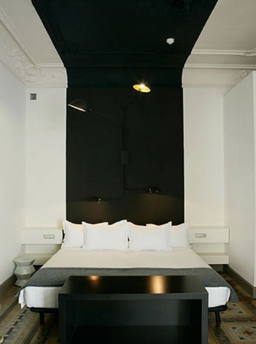 On a Budget Bedroom Decor Ideas that Make a Small Bedroom More Comfortable #schwarzewände