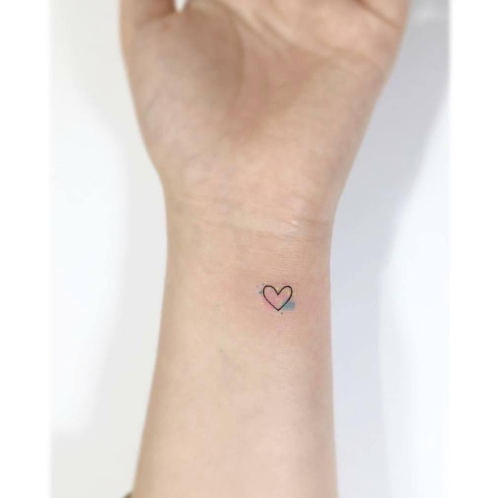 Micro Tattoo Com Leve Toque De Aquarela Watercolor