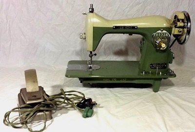 """Old Vintage """"New Home"""" Sewing Machine Model Number 170 J-A2"""