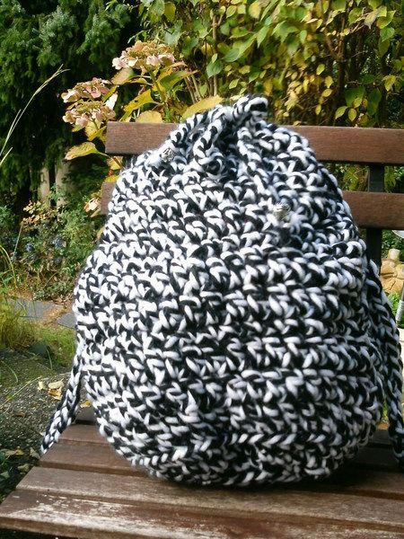 Häkelbeutel, schwarz-weiß von Meine Strickerei auf DaWanda.com