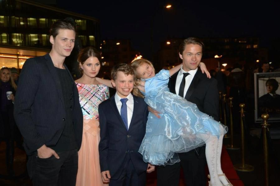 Bill Skarsgard and the cast of Victoria