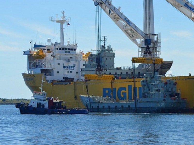 Dalawang malaking landing craft na barko mula sa Australia iniregalo sa Duterte admin