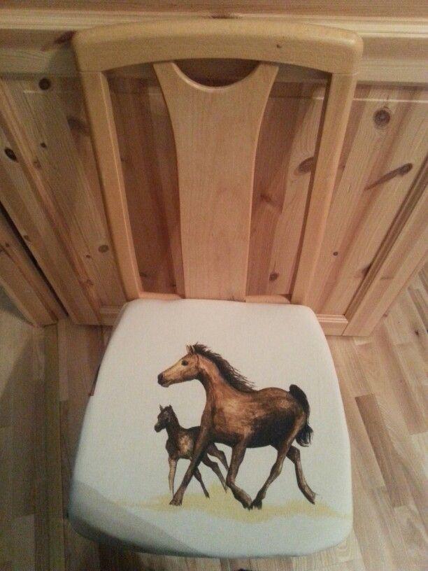 Hevoskangas päällysteinen tuoli.
