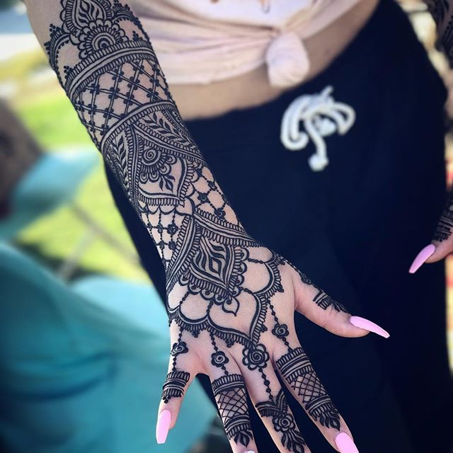 henna sleeve with epic nails at seaport village, san diego | Gopi ...
