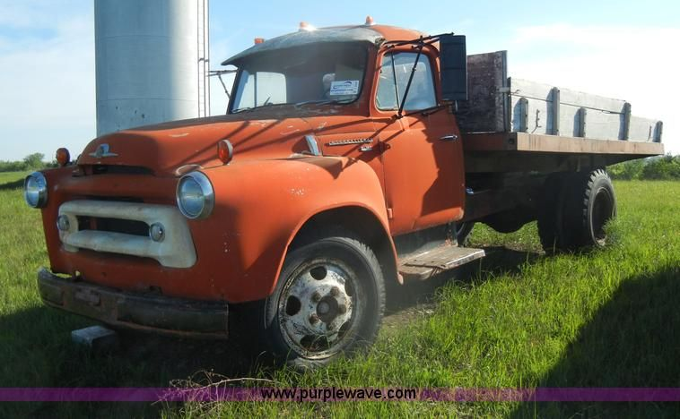 JPG - 1956 International S162 grain truck , 132,040 miles on odometer , Inline
