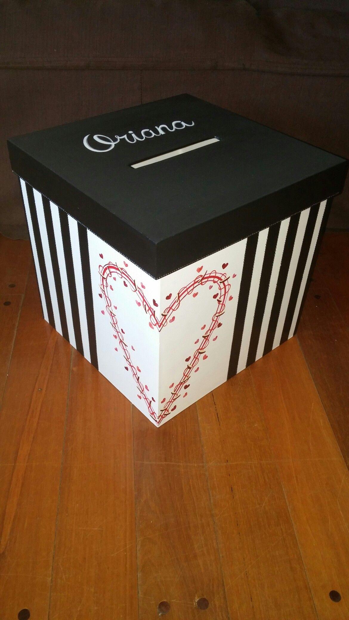 6a7410858f84 Caja urna para regalo 15 años. Personalizada con el diseño que  elijas.20x20x20 cm