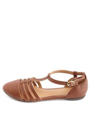 1670670345e3 qupid cap-toe t-strap flat sandals
