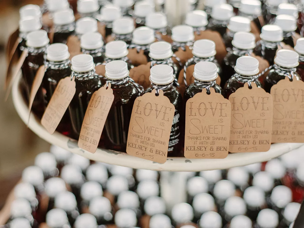 17 Edible Wedding Favors Your Guests Will Love in 2020