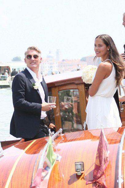 Die Hochzeit Von Ana Ivanovic Und Bastian Schweinsteiger Schweinsteiger Hochzeit Hubsche Brautkleider Brautpaar Fotos