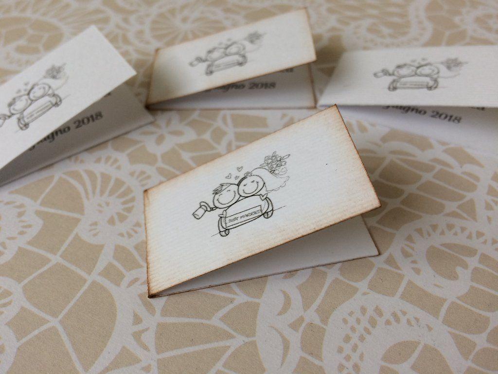 Bigliettini Confetti Matrimonio In Cartoncino Bianco Con Immagine Sposini E Scritta Nera Nel 2020 Cartoncini Bomboniera Immagini