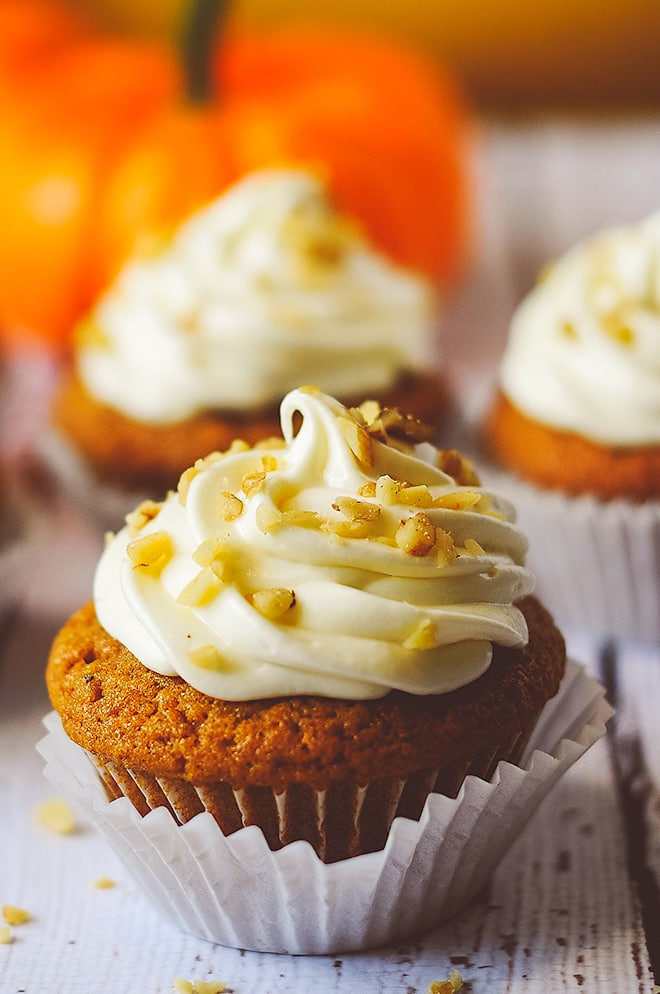 Pumpkin Spice Cupcakes #pumpkinspicecupcakes Pumpkin Spice Cupcakes with Cream Cheese Frosting #pumpkinspicecupcakes