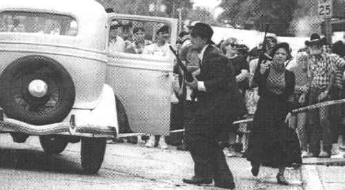 Bonnie And Clyde Ambush Bonnie And Clyde Shoot Their Way Out Of The Police Trap Bonnie N Clyde Bonnie Bonnie Clyde