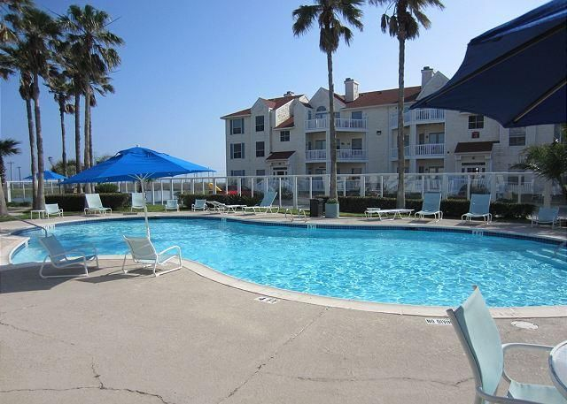 Recently renovated 2/2 Condo close to the Beach! in Corpus Christi $200 a night sleeps 6 2bd 2 bath apartment with kitchen near schilitterbahn