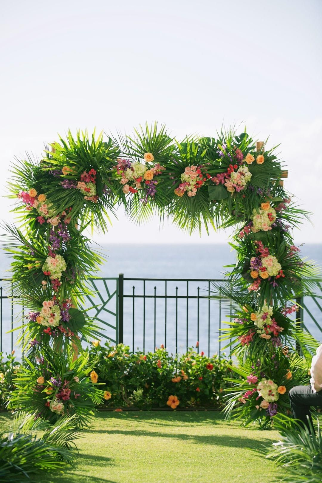 Tropical Romance in Hawaii  on Borrowed & Blue.  Photo Credit: Anna Kim Photography
