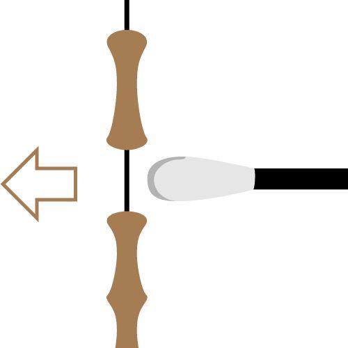 1. 把弓橫置, 箭疊於弓的上方 2. 把箭尾鎖上弓弦上, 並確保白色箭尾羽毛指向自己