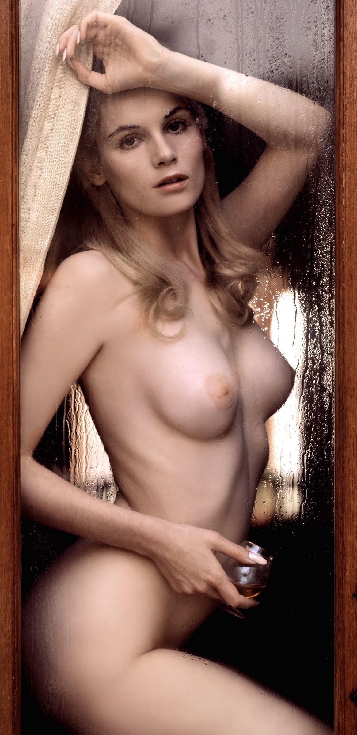 Modell April J nackt