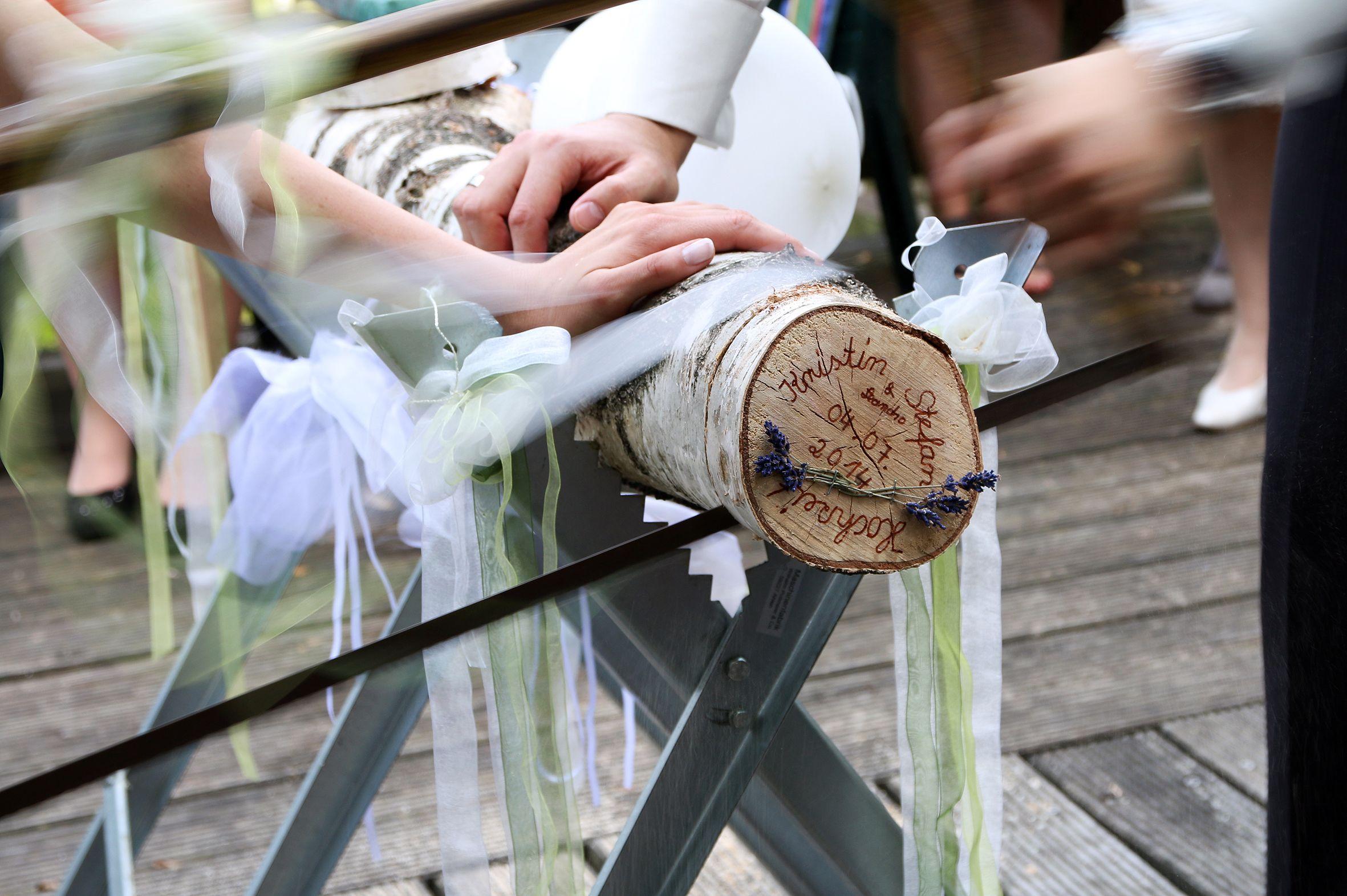 Baumstammsagen Hochzeit Motto Hochzeitsspass Hochzeit