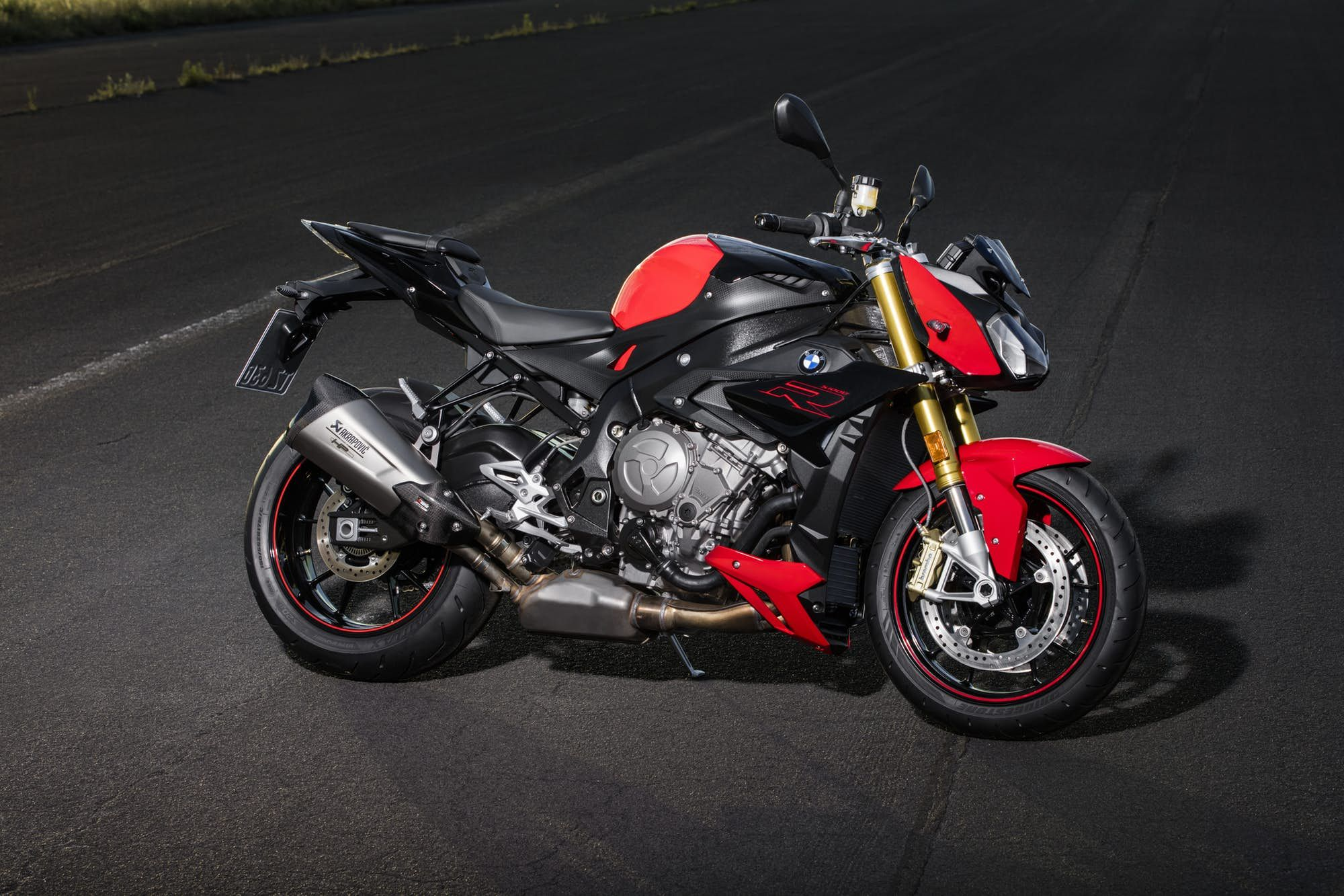 2017 Bmw S1000r Review This Unassuming German Streetbike Might Be The Wildest Thing On The Road 2017 Bmw Bmw Bmw Motorrad