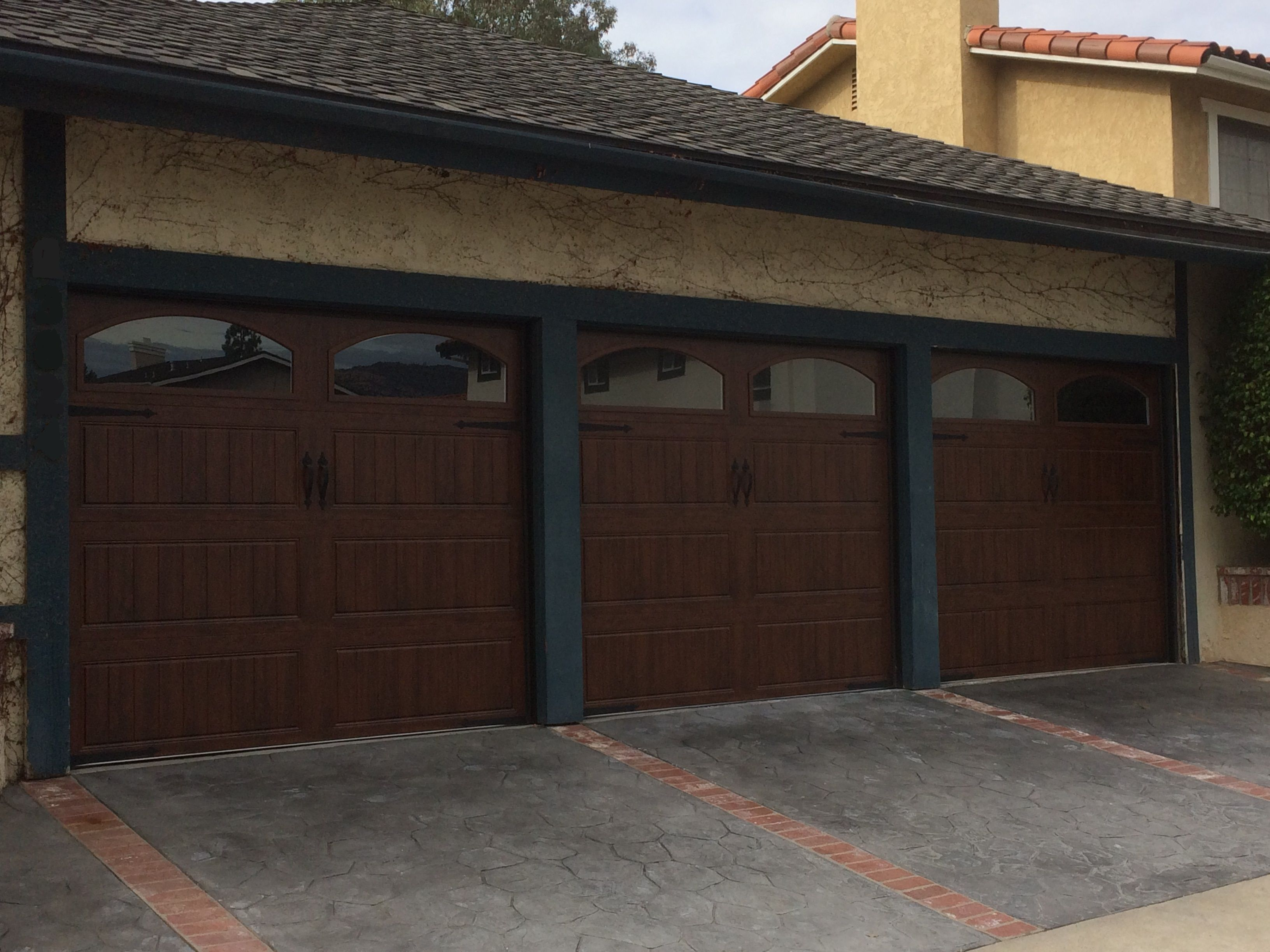 Clopay Gallery Wood Grain Door Los Angeles Ca Photo Credit Agi Dyer Garagedoors Residential Garage Doors Garage Doors Garage Door Spring Repair