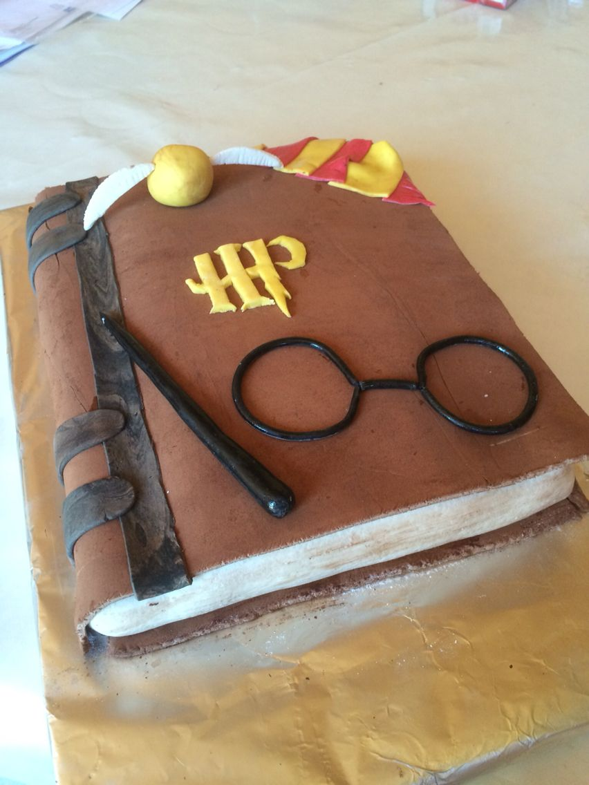 harry potter buch torte zur motto party im hort backen pinterest geburtstagskuchen. Black Bedroom Furniture Sets. Home Design Ideas