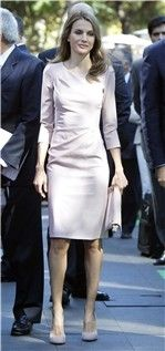 Letizia Ortiz, fiel a su Felipe Varela rosa